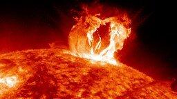 Смотреть Будоражащие вспышки на Солнце