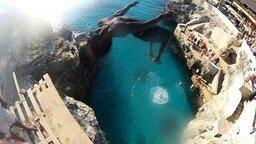Смотреть Прыжки со скалы на Ямайке