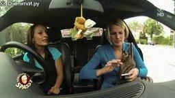 Смотреть Забавный розыгрыш с правым рулём в авто