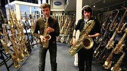 Смотреть Дафт Панк на саксофонах
