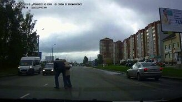Бескорыстный помощник на дороге смотреть видео прикол - 0:34