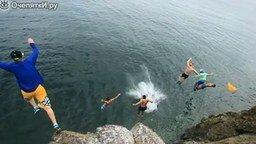 Смотреть Молодёжные прыжки в воду с высоты
