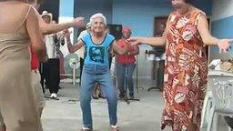 Смотреть Бабушка танцует сальсу