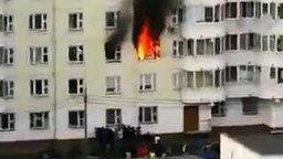 Смотреть Спас ребёнка из горящей квартиры