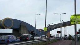 Смотреть Необычный мост-трансформер