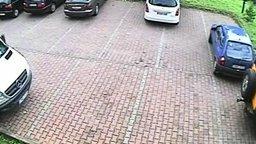 Смотреть Оригинальный выезд с парковки