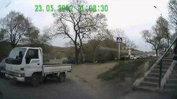 Смотреть Неадекватный водитель-невидимка
