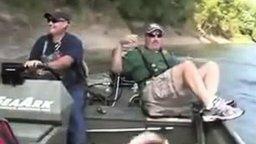 Рыбалка, на которой удочки ни к чему смотреть видео прикол - 4:00