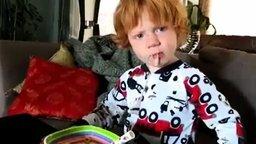 Вот это мальчишка чихнул смотреть видео прикол - 0:21