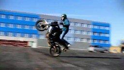 Начинающие экстремалы-мотоциклисты смотреть видео - 2:56