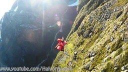 Смотреть Захватывающий полёт в летающем костюме