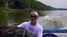 Смотреть Рыбалка на катере