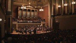 Смотреть Имперский марш в исполнении оркестра