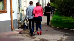 Девушка на розовых каблуках смотреть видео прикол - 0:24