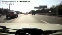 Папа учит дочку поведению в случае аварии смотреть видео прикол - 2:22