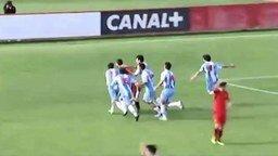 Вратарь забил гол сам себе смотреть видео - 0:31