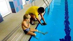 Смотреть Как одеть плавательную шапочку