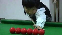 4-летний мастер бильярда смотреть видео - 2:31