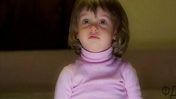 Смотреть Девочка 2 года читает стихи