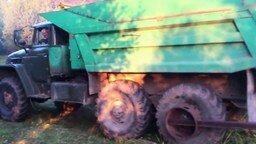 Русская смекалка при погрузке брёвен смотреть видео прикол - 0:17