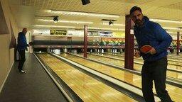 Смотреть Страйк в боулинге шариком для пинг-понга