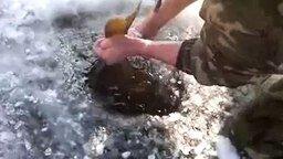 Рыбалка зубами смотреть видео - 0:48