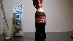 Смотреть Опыт с Кока-колой и молоком