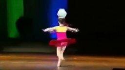 Девочка-юла с кувшином смотреть видео - 0:38
