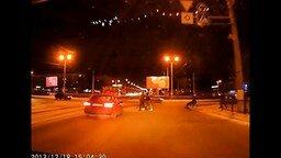 Помог инвалиду перейти дорогу смотреть видео прикол - 0:24