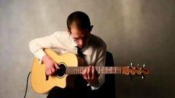 Смотреть Талант играет на гитаре