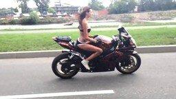 Трюкачка на мотоцикле смотреть видео прикол - 1:03
