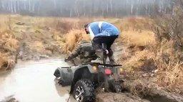 Смотреть Помог вытащить квадроцикл