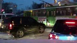 Смотреть Подтолкнули троллейбус