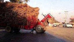 Смотреть Поставил трактор на дыбы