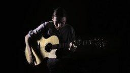 Смотреть Красивая игра на гитаре