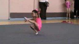Маленькая гимнастка смотреть видео прикол - 2:05