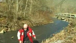 Смотреть Неожиданно упал в реку
