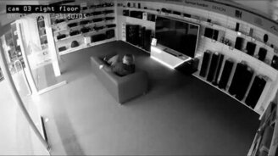 Смотреть Уснул в магазине