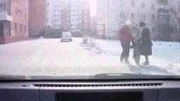 Вежливый мальчуган-пешеход смотреть видео прикол - 0:23