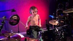 Смотреть Шестилетний барабанщик