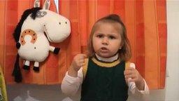 Девчушка читает стих Маяковского смотреть видео прикол - 2:46