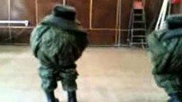Армейский шуточный танец смотреть видео прикол - 0:27