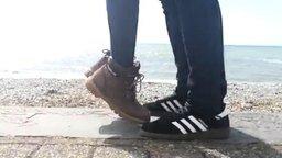 Поцелуй на пляже смотреть видео прикол - 0:19