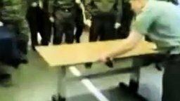 Суровый армейский трюк смотреть видео - 0:26