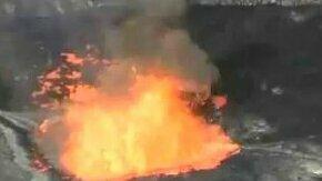 Смотреть Реакция вулкана на брошенный камень