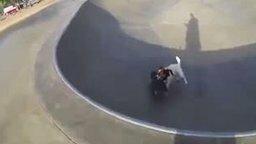 Смотреть Собака-трюкачка на скейте