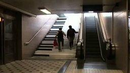 Как заставить людей ходить по лестницам? смотреть видео прикол - 1:47
