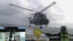 Смотреть Посадка вертолёта на палубу в шторм