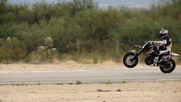 Смотреть Мастерски вошёл в поворот на мотоцикле