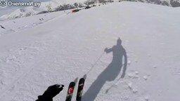 Трюк смелого лыжника смотреть видео - 0:35